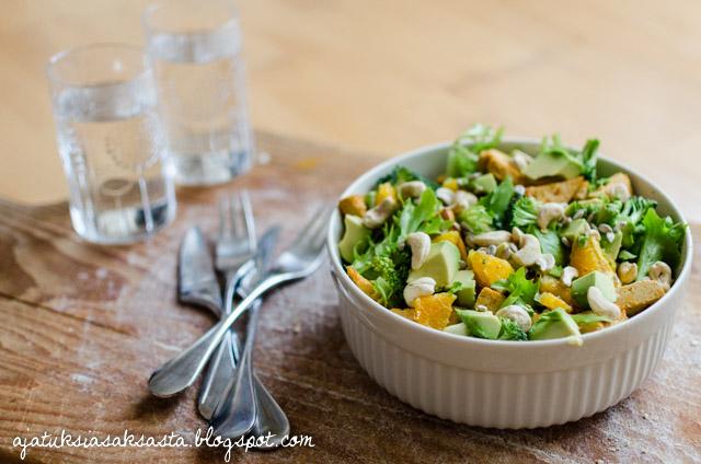 appelsiini tofu avokado parsakaali salaatti
