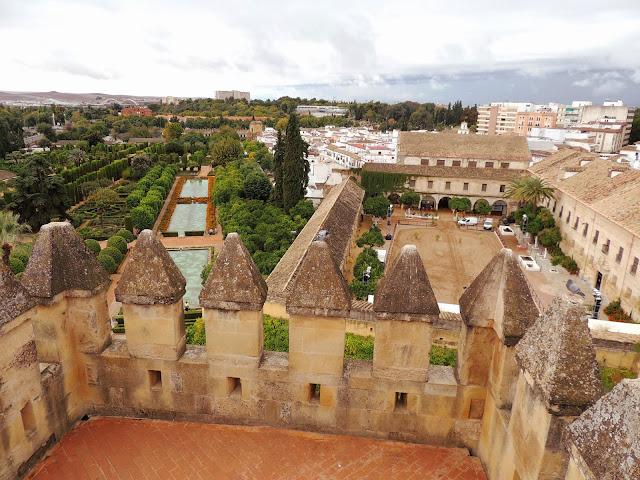 Widok na ogrody z wieży Alkazaru