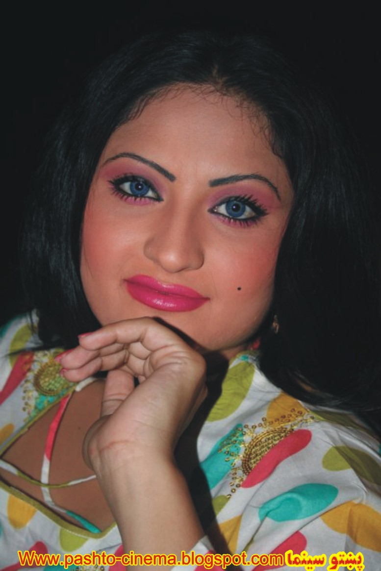 Salma Shah Six Video http://pashto-cinema.blogspot.com/2011/04/pollywood-pakistani-hot-female-actress.html