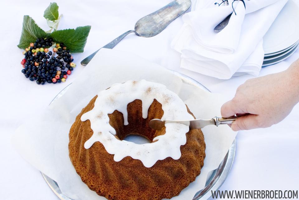 Lakritz-Orangen-Gugelhupf / Liquorice orange bundt cake [wienerbroed.com]