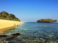 Merasakan Kesunyian di Pantai Sadranan