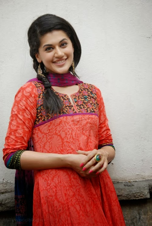 Gorgeous+Taapsee+Pannu+in+Traditional+Dress004