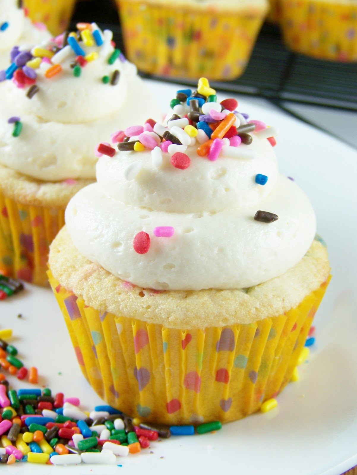 wrestled a cupcake once: Funfetti Cupcakes