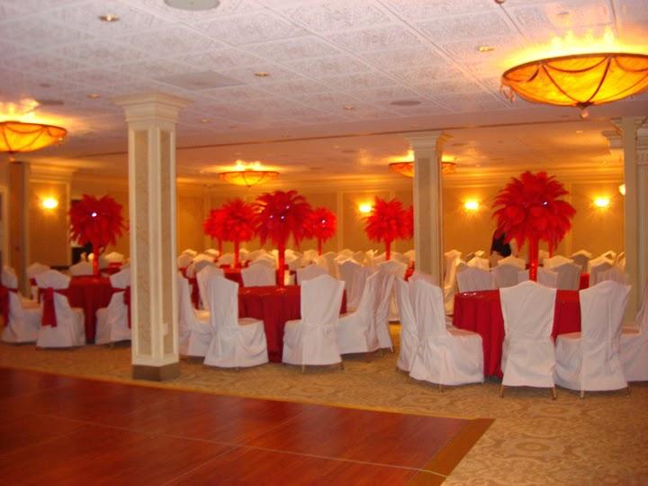 Centros de Mesa con Plumas Rojas, parte 2