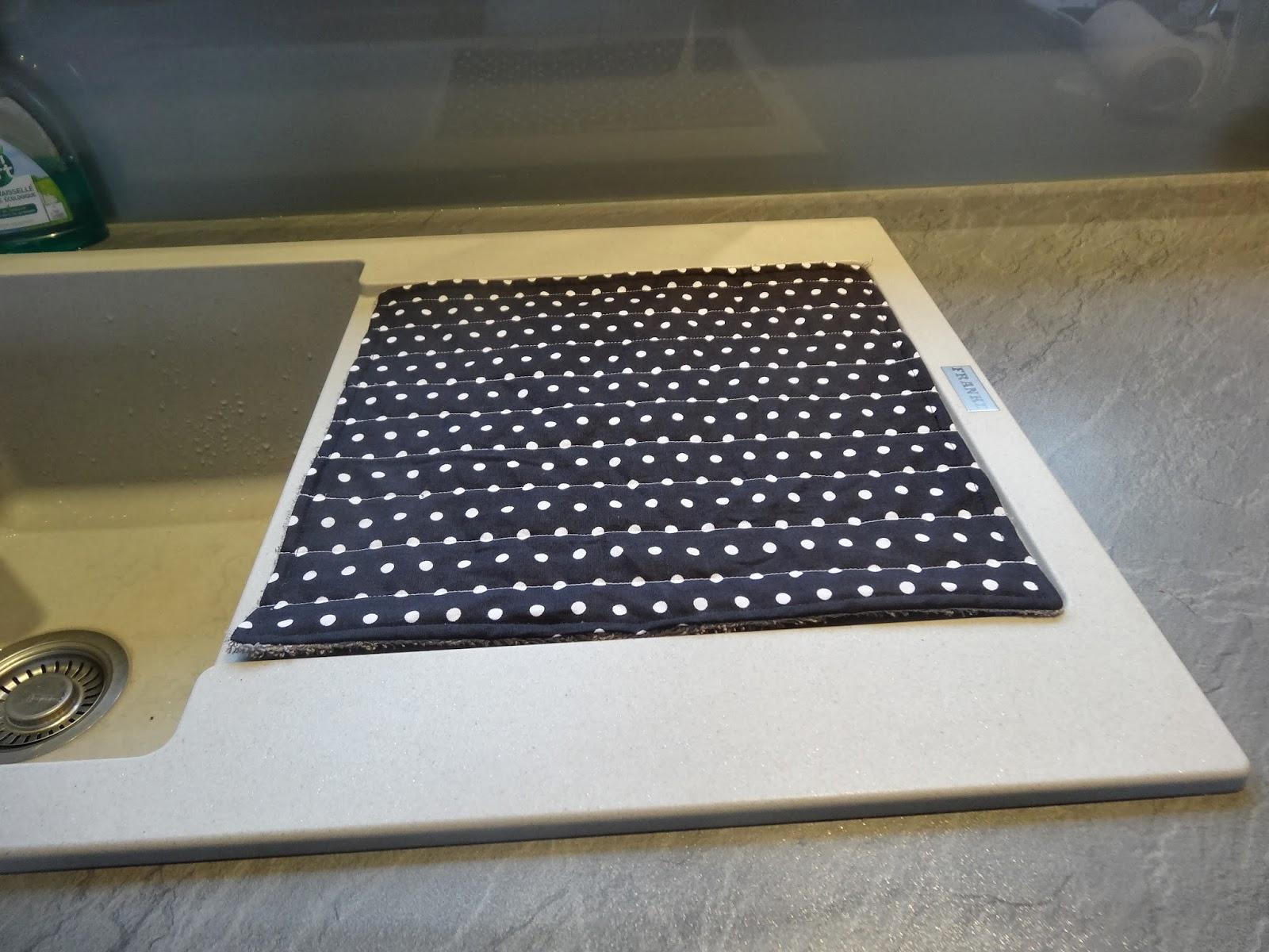 tapis égouttoir vaisselle noir blanc gris