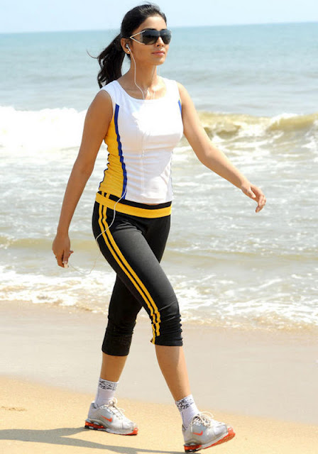 shriya saran look in tight sleeveless dress on beach