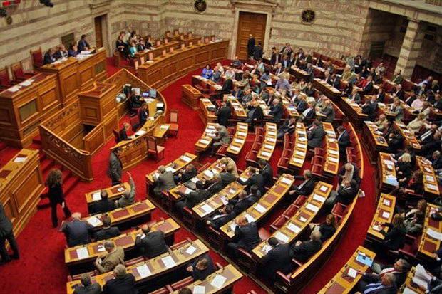 Υπερψηφίστηκε το νομοσχέδιο για τις τηλεοπτικές άδειες