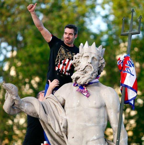 Atlético de Madrid celebración en Neptuno.jpg