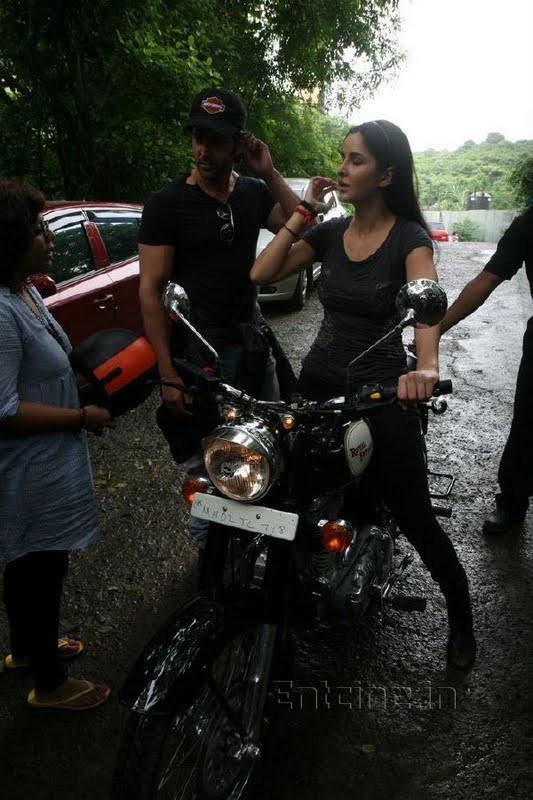 katrina kaif takes rides - photo #7