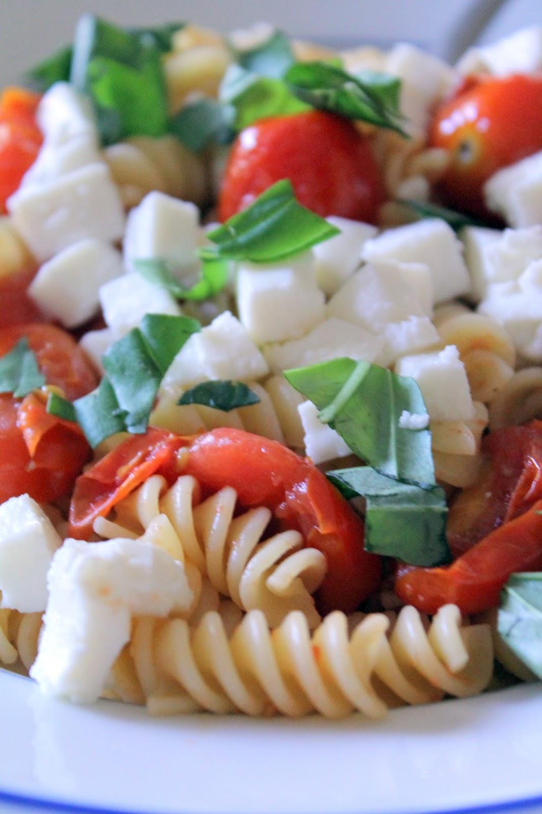 Caprese Pasta: Fresh Mozzarella, Cherry tomatoes and basil