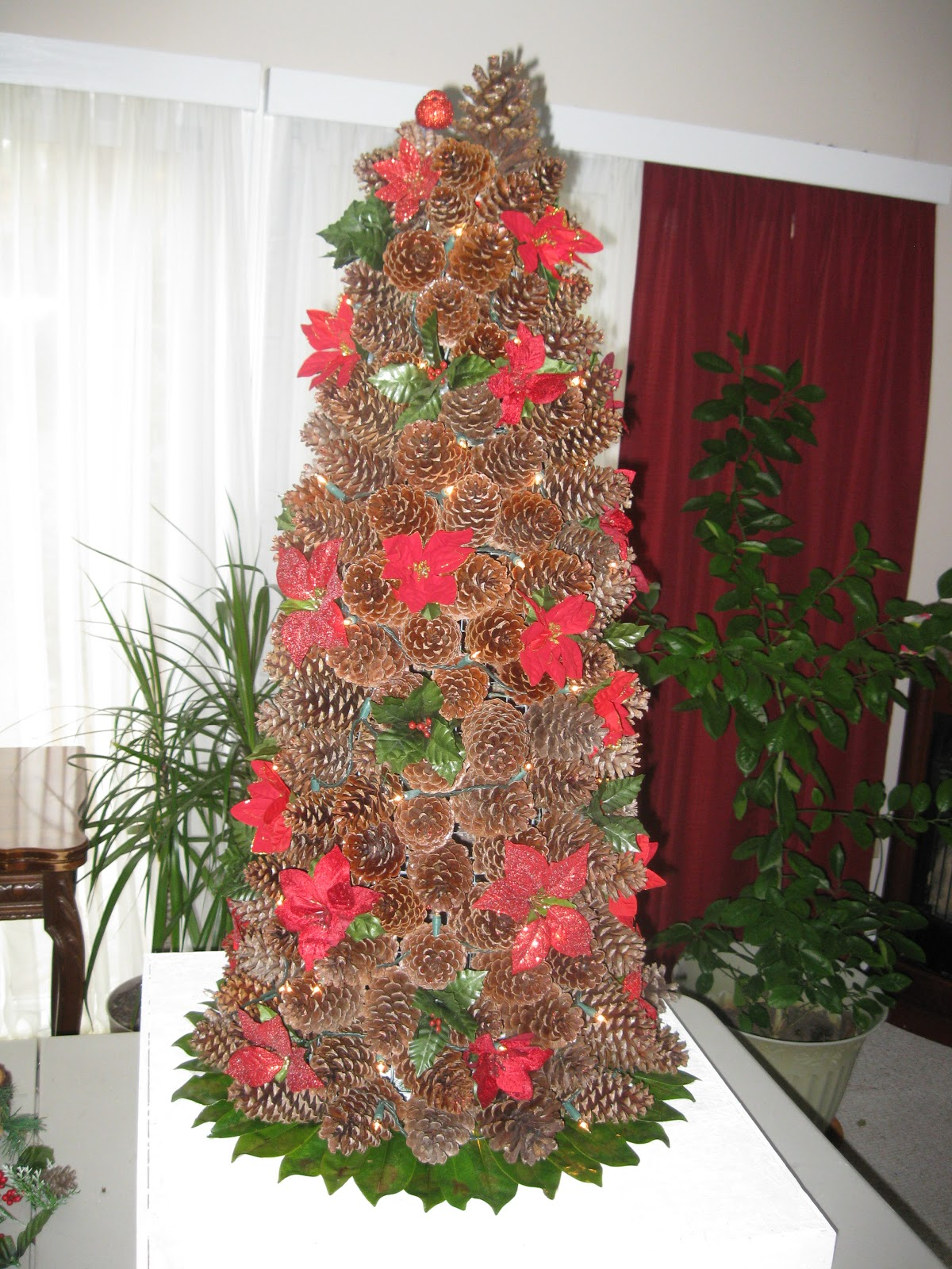 Randomly Crafted: Pine cones, chicken wire and glitter makes one ...