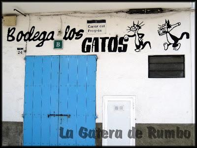 Bodega Los Gatos en el carrer del Progrés de San Antonio