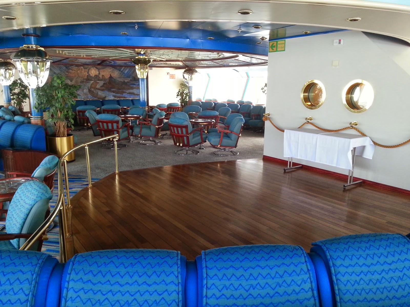Hurtigruten MS Nordkapp - Polarsirkelen Observation Lounge Dance Floor