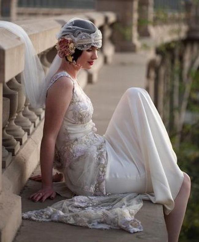 y sombreros extravagantes y tocados. los estilos de ropa indujeron a una nueva revolución en todo. ¡Los años 20 inspiran a bodas hermosas y divertidas!