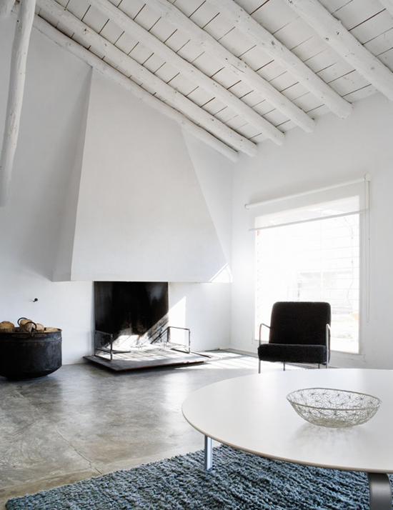 Elle Decor España #fireplace #white