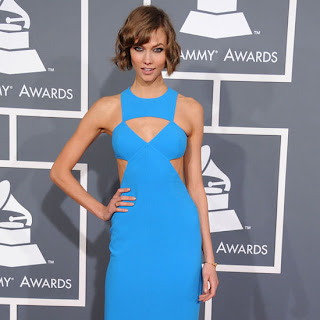 Karlie Kloss is wearing her now iconic choppy bob in fingerwaves for a glam style perfect with her stunning gown
