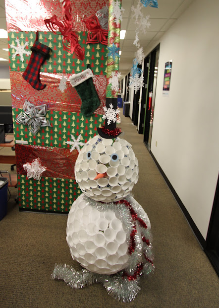 office christmas decorating contest