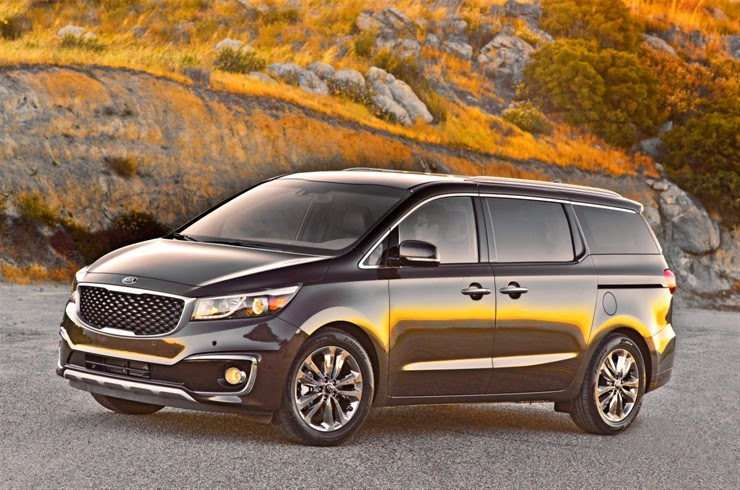 Front 3/4 view of 2015 Kia Sedona SXL