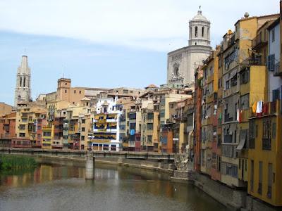 Les Cases de L'Onyar in Girona