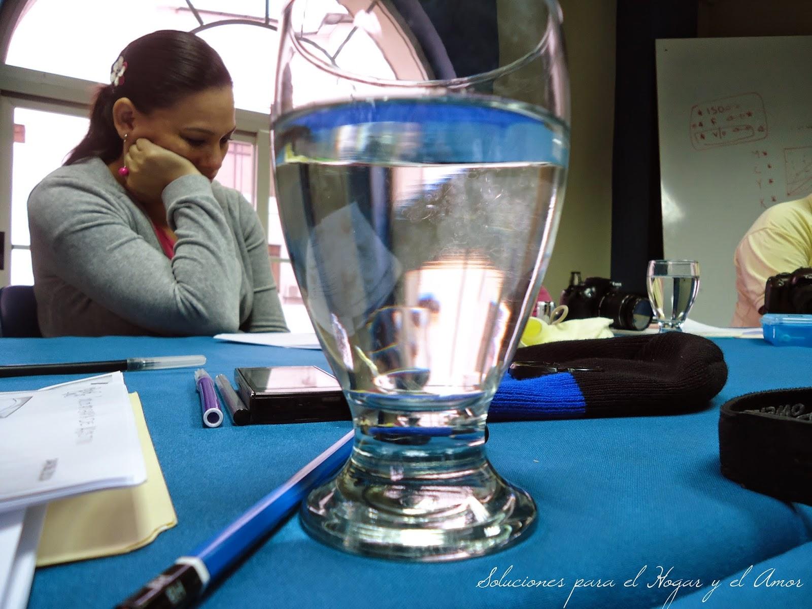Clases de fotografía, vaso con agua