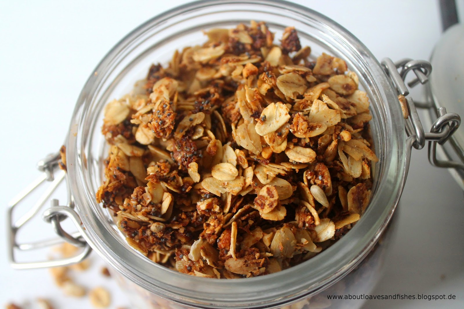 Selbstgemachtes Mohn-Granola