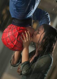 Beijo Homem-Aranha de Seth Cohen e Summer Roberts, na segunda temporada de The O.C.