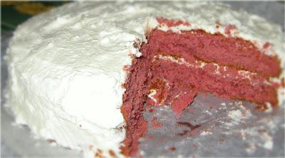 La ricetta della Red Velvet ci arriva direttamente dall'America e si tratta di una torta ricoperta con una golosa glassa al formaggio.