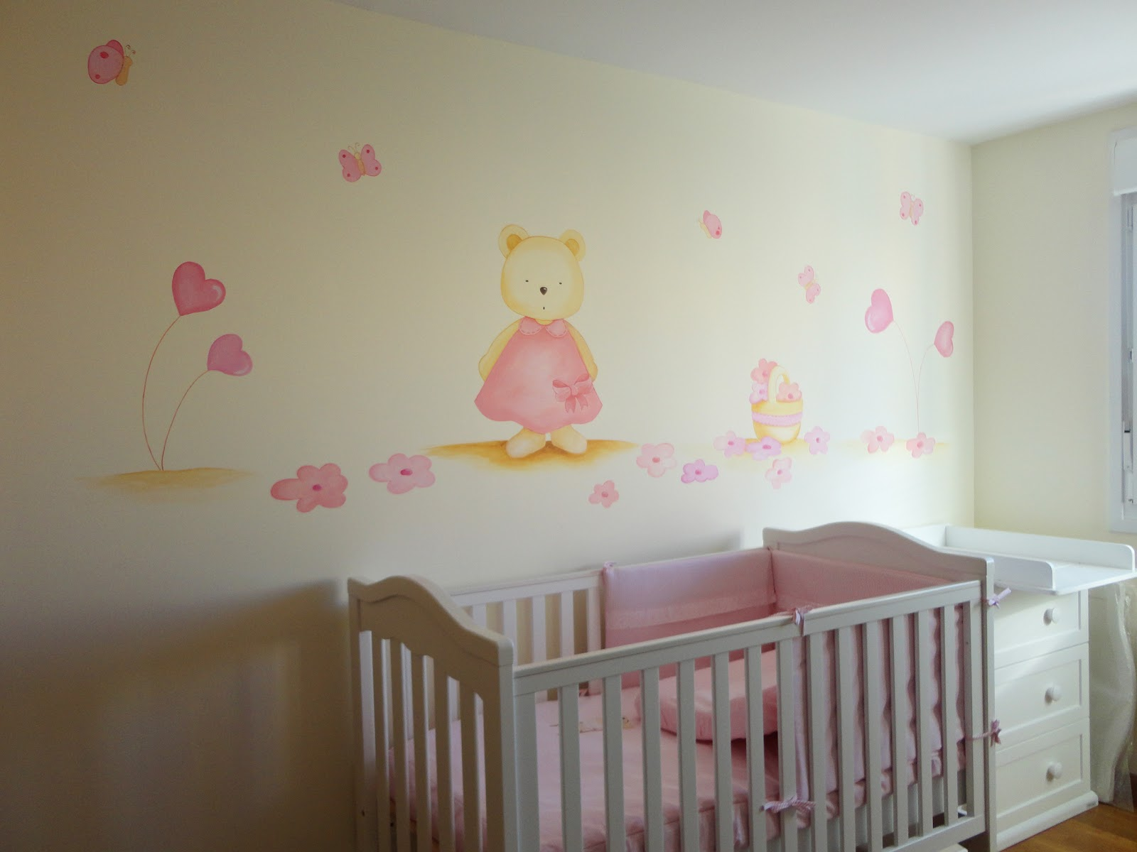 Decopared mural osita con vestido rosa y flores 200 for Decoracion pared infantil
