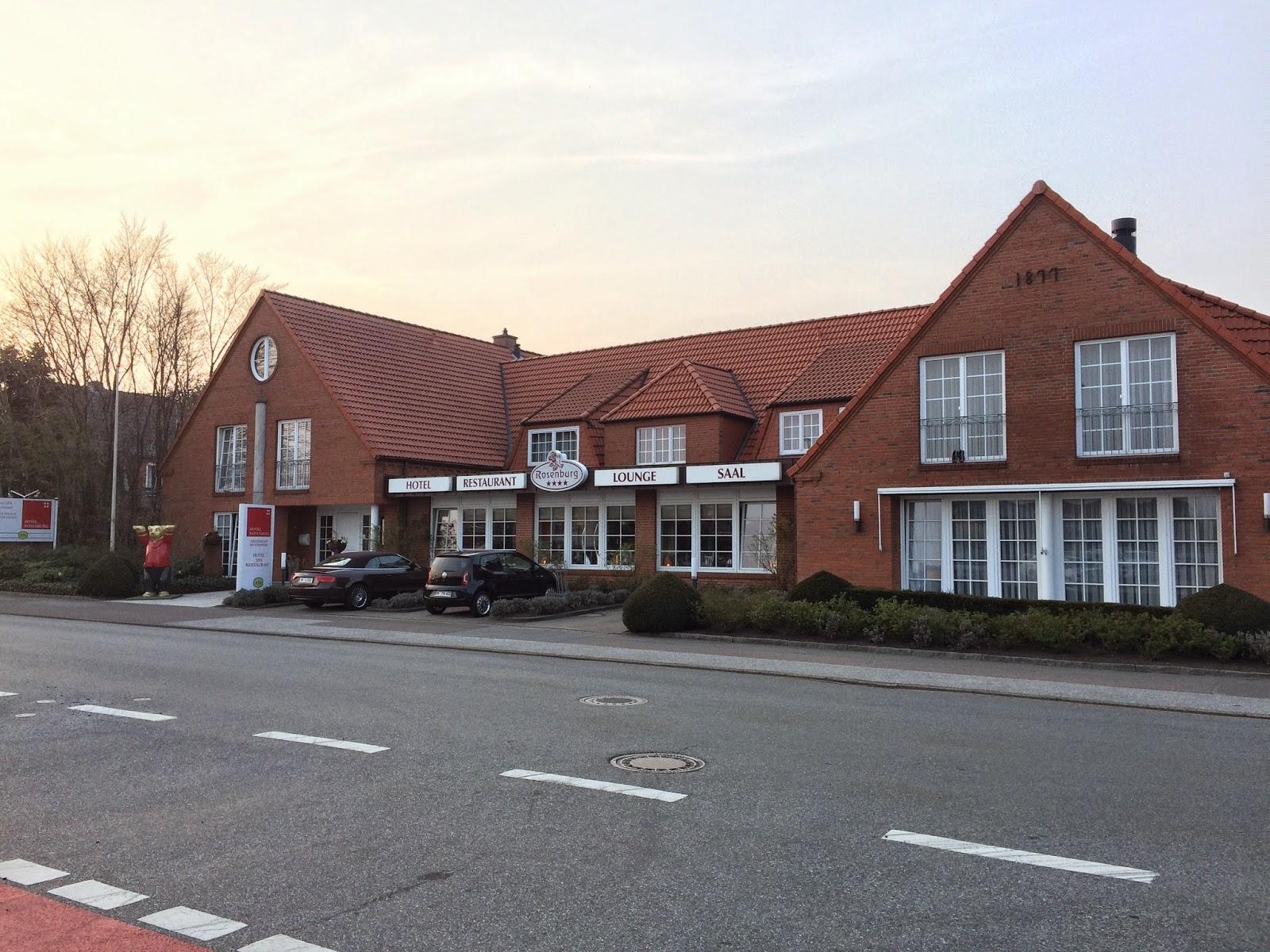 Sonnenbad Brachen Wir Auf Richtung Hotel Rosenburg, Einer Sehr Gut  Ausgestatteten Herberge .