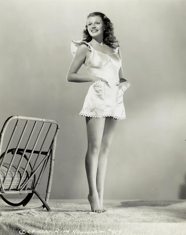 Rita Hayworth pin up