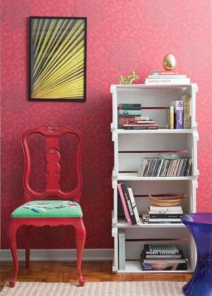 http://3.bp.blogspot.com/-X1ONz8P3ACg/TyWdMoMNF3I/AAAAAAAACSo/dRSlNBlziUM/s1600/cadeira+reformada+e+estante+de+caixote.jpg
