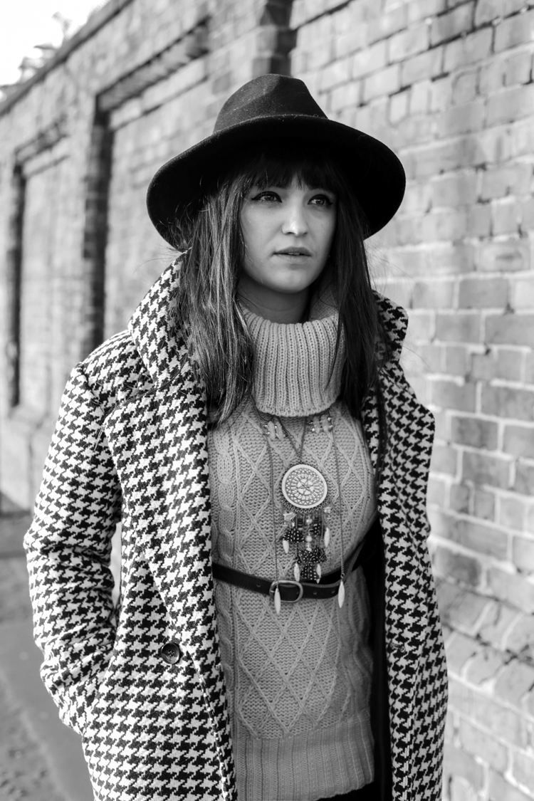 BOHO LOOK, hippy girl, hippie outfit, wide brim fedora