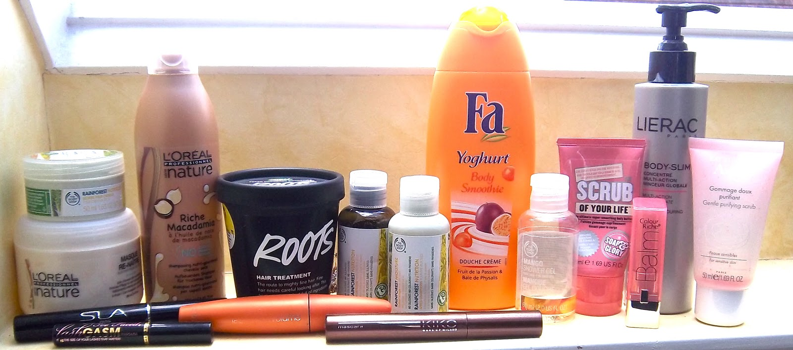 Le masque pour les cheveux avec aevitom et les vitamines du groupe à