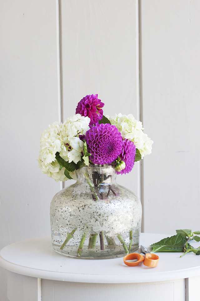 floral arrangement, DIY flower arrangement, Flower centerpiece, tutorial, flowers, blooms,