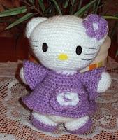 http://amigurumisconyokita.blogspot.com.es/2010/09/hello-kitty-vestido-lila-con-flores.html