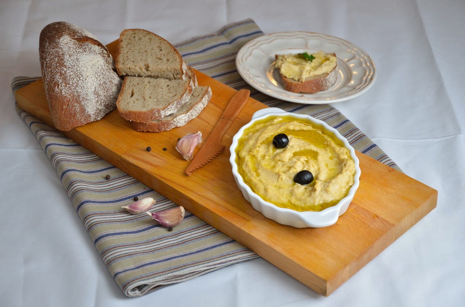 Hummus, pasta z ciecierzycy