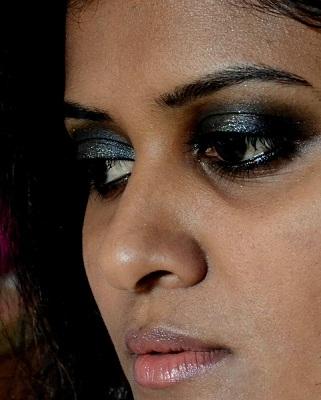 illamasqua pure pigment beguile reviews swatches eotd fotd makeup look