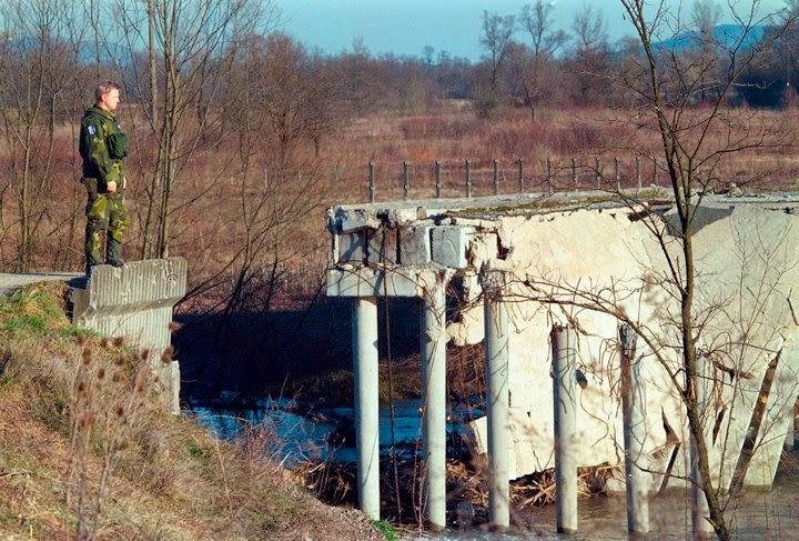 Foto: Lars Hedelin. Broar som inte längre var broar fanns det många...