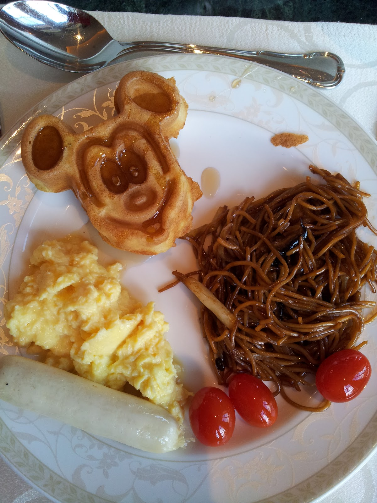 Bunnies\' Travel Diary!: HK Disneyland (Park and Hotel) 2012 - Our ...