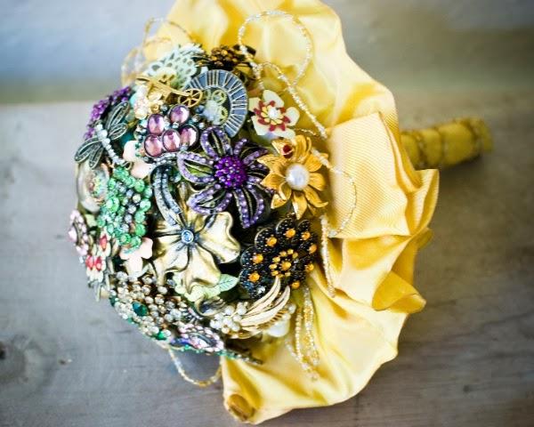 Ideias para mini casamentos Buquê de broches feito pela noiva