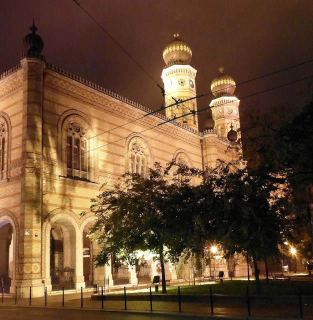 Gran_Sinagoga_de_Budapest_de_noche