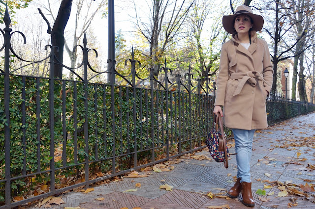 abrigo-camel-coat-hat-sombrero-boots-look-blogger-trends-gallery