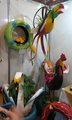 artesã; artesão; artista plástico; reciclagem; artesanato; feira; arte popular; lazer; Valmir Araras; arte com pneus