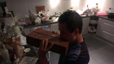 Cara Membuat Coklat Kit Kat Gergasi Di Rumah