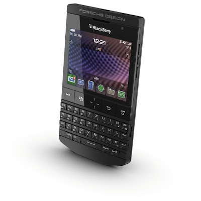 BlackBerry Porsche Design P'9981 en color negro está presente ahora en Indonesia. Esta última versión del P9981 el cual tiene un diseño elegante, El equipo es todo en negro desde las teclas hasta el logotipo de la marca. El BlackBerry Porsche Design P'9981 se puede distinguir por la forma de su apariencia lineal y puro combinado con tecnología innovadora. El BlackBerry Porsche Design P'9981 de color negro se comercializa a un precio de 21.888.888 rupias a través de socios autorizados: PT Teletama Artha Mandiri con una garantía de 24 meses. Consulta más información sobre el BlackBerry P'9981 aquí