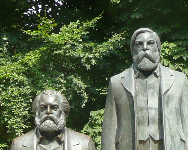 Monumento a Marx y Engels en Berlín