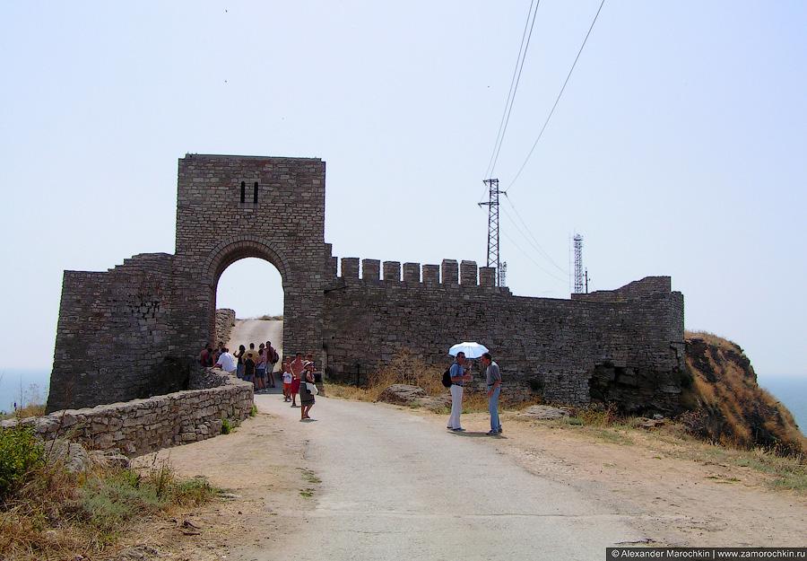Крепостные стены на мысе Калиакра