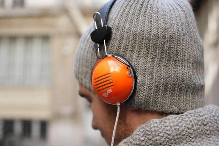 Bonnet homme et casque audio orange