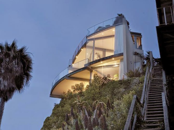 Arquitectura de casas casa de playa volada en un acantilado for Glass houses for sale in california