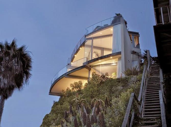 Arquitectura de casas casa de playa volada en un acantilado for Top 10 beach house designs